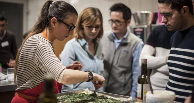 Les associations Makers For Change, GetEatOut Strasbourg et VRAC Strasbourg s'associent pour proposer trois cours de cuisine interculturelle durant le Off du Marché de Noël, les 2,9 et 16 décembre, de 11h à 14, dans le Dôme du Marché de Noël OFF, situé place Grimmeissen.