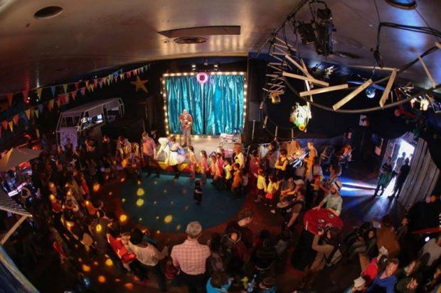 Cette année, à l'occasion du 14e Giboul'OFF, festival de marionnettes & arts associés, se jouera à l'intérieur et dans la rue, en proposant des spectacles, concerts, scène ouverte et autre découvertes... Le tout dans une ambiance « trop rococo », du 22 au 24 mars au Molodoï.
