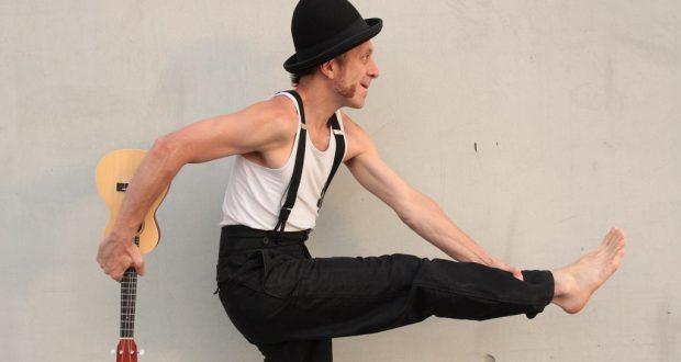 L'Espace K présente, du 10 au 14 avril, une comédie burlesque et poétique, sans paroles, pour le jeune public : Des pieds et des mains de et avec Jean- Nicolas Broyer.