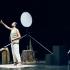 La Cie Esprit Joueur présentera au mois de mai son nouveau spectacle, Le Voyageur Optimiste.Présenté sous forme de voyage-spectacle, Sébastien Bizzotto met en scène Muammer Yilmaz (célèbre globe trotter), qui conte sa véritable histoire : celle d'un tour du monde en 80 jours sans argent.