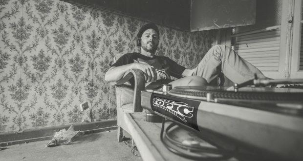 Originaire de Strasbourg, DJ Topic est un Dj/Turntablist réputé pour transporter son public dans un univers musical détonnant, de part ses multiples influences HipHop/Electro/Funk/Bass Music/Rock, le tout agrémenté de Scratch et Beat Juggling pour que chacun de ses shows soit unique et percutant !