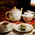 Du 14 mai au 20 mai, Au Fond du Jardin vous fait voyager en Angleterre à l'occasion du mariage princier. Rendez-vous dans le salon de thé le plus iconique de la ville pour vivre une semaine aux couleurs et à l'allure du mariage royal de son Altesse Royale le Prince Harry de Galles et Meghan Markle.