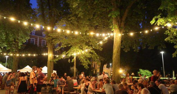 Chaque jeudi, jusqu'au 2 août, le Parc Salvator prend des airs de fête pour accueillir les mulhousiens. Chacun y trouve son bonheur entre pique-nique et restauration.