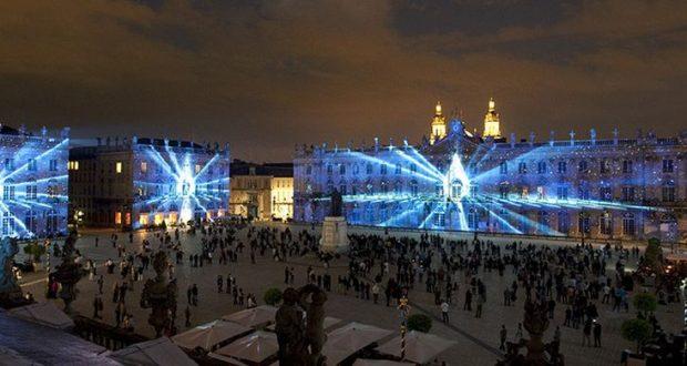 La Place Stanislas est un joyau classé au patrimoine mondial de l'Humanité par l'Unesco. Le spectacle de vidéo-projection «Rendez-vous Place Stanislas», métamorphose chaque année les monumentales façades de l'Hôtel de Ville,...