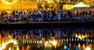 Rendez-vous incontournable de l'été, les Bals de Feu attirent chaque année 20 à 25 000 personnes, qui viennent assister au traditionnel spectacle de pyrotech- nie de la Fête Nationale, mais aussi pro ter des animations pour enfants, spectacles de rue, musique.