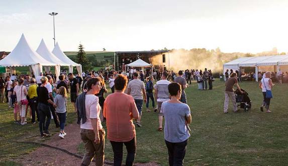 Loin du bruit de la ville, dans l'arrière Kochersberg se tient chaque année le festival La Grange. Un événement rock, de qualité, associé à la dégustation des produits du terroir.