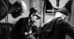 Quand Stef Ness, investigateur du Tattoo World Strasbourg s'associe à Luna Moka, la performeuse Clandestine, forcément cela ne pouvait que détonner en une explosion artistique des plus complète !