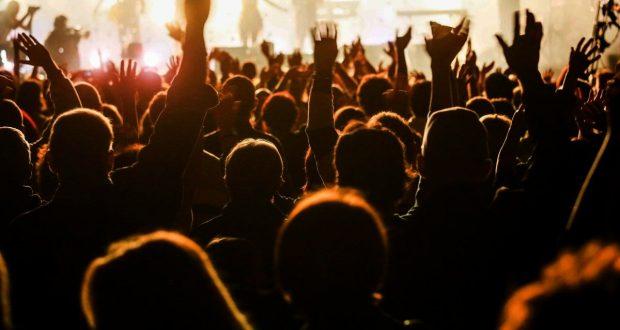 Le 13 juillet aura lieu la 27e édition de la Nuit Multicolore de Colmar. Avec ses concerts, un feu d'artifice exceptionnel, et près de 10 000 personnes présentes : la Nuit Multicolore est LE spectacle de plein-air gratuit à ne pas manquer !