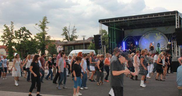La ville d'Haguenau propose cette année encore deux soirées pour animer l'été haguenauvien. Rendez-vous le 21 juillet à partir de 19h pour une soirée Country avec le mythique groupe «Texas Sidestep»...