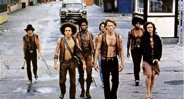« Cyrus, le chef du gang le plus puissant de New York, est assassiné lors d'une assemblée clandestine. Accusés d'avoir commis le forfait, les Warriors sont pris en chasse par la police et les autres bandes. » Voici la trame du film de Walter Hill, Les guerriers de la nuit...