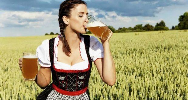 Le rôle historique des femmes dans la fabrication de la bière est encore méconnu. C'est pour cette raison que la Villa Meteor a donc souhaité permettre à des artistes amateurs ou étudiants de participer à une exposition qui se tiendra à la Villa Meteor sur le thème : « Des bières et des femmes ».