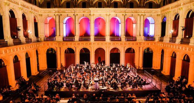 Chaque année, la Carte Culture offre aux étudiants de l'université de Strasbourg un rendez-vous exceptionnel et gratuit avec l'Orchestre philharmonique. À cette occasion, ils vous donnent rendez-vous le mercredi 14 novembre à 20h30, à l'Aula du Palais Universitaire de Strasbourg.