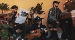 Né, en 2017, de la rencontredu duo de rappeursBabtehetBeurovichaux influences trap, r'n'b et rock, et du beatmaker Kan-g, producteur de hip-hop, musique électronique et guitariste, 2waves a présenté en octobre dernier son premier EP :Perturbations.