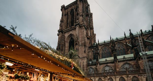 Ouvert depuis le 23 novembre, le Marché de Noël de Strasbourg présente un lot de nouveautés. La ville de Strasbourg offre cette année une formule renouvelée, qui préserve néanmoins la tradition.