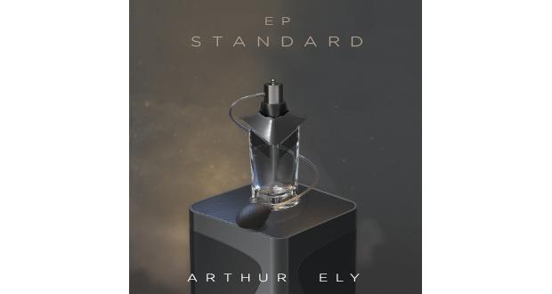 Il est peu probable que vous soyez passé à côté de ce jeune homme, dévoilé en début d'année avec son premier clip : Le Dernier Homme. Arthur Ely, « E, L, Y, en trois lettres », fait partie des artistes, sur lequel on est prêts à tout miser.