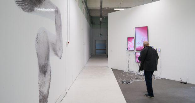 Notre photographe officiel, Bartosch Salmanski, est allé prendre quelques photos à la Biennale d'Art contemporain de Strasbourg ainsi qu'au Café de la Biennale. On se passe de commentaires et vous laisse découvrir tout ça, en images...