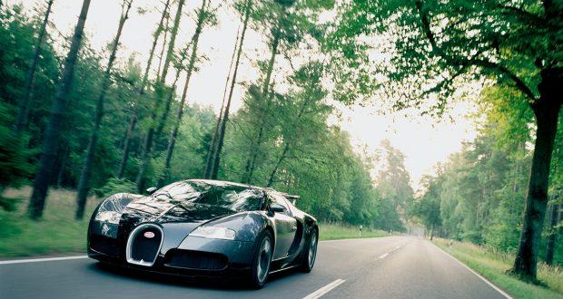 Pour les 110 ans de la marque Bugatti, la Cité de l'Automobile - Collection Schlumpf de Mulhouse offre, avec le soutien de Bugatti, une expérience unique : piloter une Bugatti Veyron et ses 1001 chevaux, la première supercar de série à dépasser les 400 km/h.