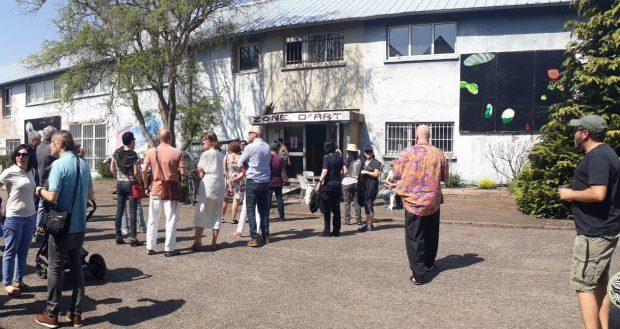 Les 27 et 28 avril, Zone d'Art, lieu regroupant une vingtaine d'ateliers situé au Port du Rhin de Strasbourg, ouvrira ses portes au public. Au programme de ces deux journées : rencontres avec les artistes, visite d'ateliers, expositions, concerts et autres animations et surprises !