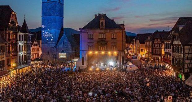 Les Estivales d'Obernai sont de retour ! Rendez-vous sur la place du marché d'Obernai les samedis 6, 13, 20, 27 juillet et 3 août pour profiter des concerts en plein air proposés gratuitement au public.