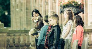 Le Comité des Fêtes de la ville de Saverne, en partenariat avec la ville de Saverne, et en coréalisation avec Produc'son renoue avec les grands spectacles d'été et présentera ainsi du 19 au 28 juillet (relâche les 23 et 24 juillet) une fresque historique trilingue : Si Saverne m'était contée.
