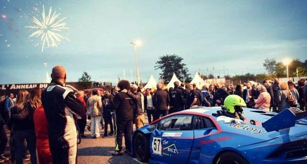 Le rendez-vous des plus grands fans de sports automobiles de la région revient le 21 septembre. Les 500 Nocturnes c'est l'occasion de voir des belles voitures de sport faire rugir leur moteur au coeur de la nuit sur le circuit de l'anneau du Rhin.